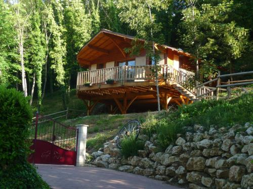 Le Chalet du Chloris : Guest accommodation near Verruyes