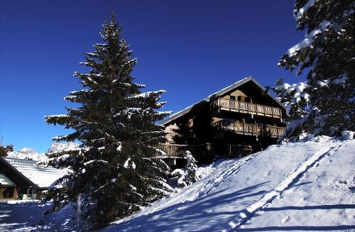Résidence Odalys Les Chalets d'Aurouze : Guest accommodation near Quet-en-Beaumont