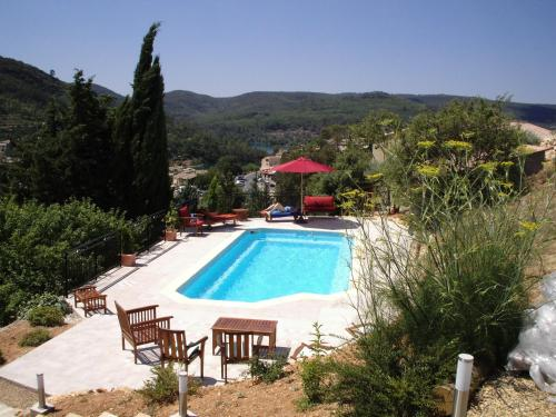 Villa Esparron du lac : Guest accommodation near Saint-Martin-de-Brômes