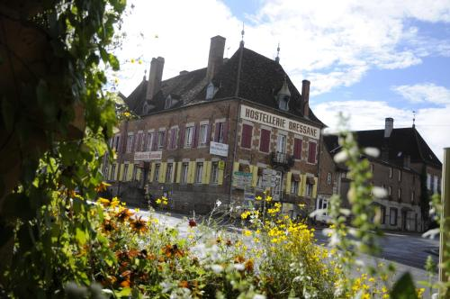 Logis Hostellerie Bressane : Hotel near Tronchy