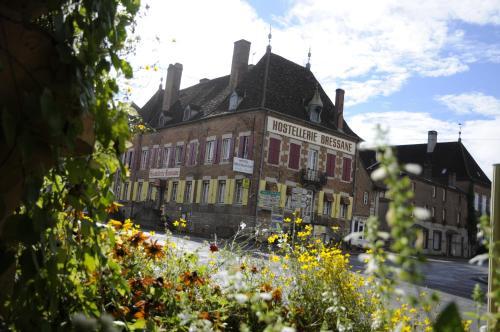 Logis Hostellerie Bressane : Hotel near Sergenaux