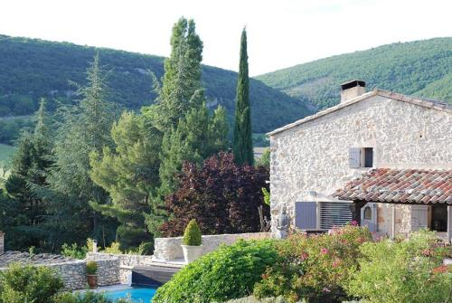 Le Clos des Amandiers : Bed and Breakfast near Simiane-la-Rotonde