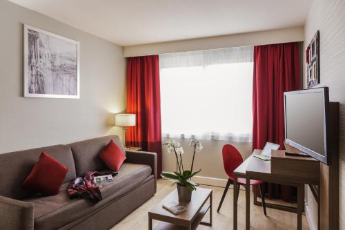 Aparthotel Adagio Geneve Saint Genis Pouilly : Guest accommodation near Sergy