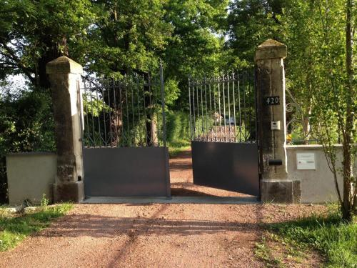 Domaine d'AROMM : Guest accommodation near Noailly