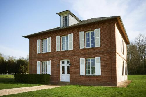 Maison bourgeoise de deux étages : Guest accommodation near Orville