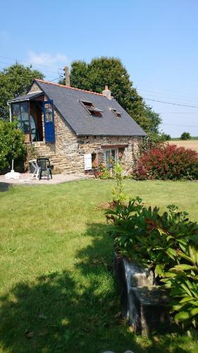 Avel Nedeleg : Guest accommodation near Trézény