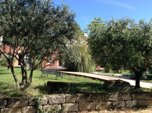 De la suite dans les oliviers : Bed and Breakfast near Lunel