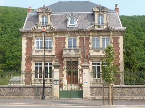 Le Clos Belle Rose : Hotel near Fumay