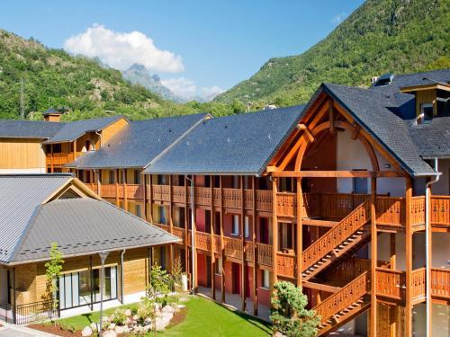 Lagrange Vacances Les Chalets d'Ax : Guest accommodation near Sorgeat
