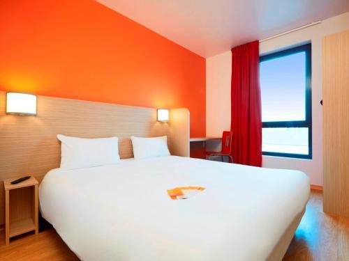 Première Classe Chartres Sud - Barjouville : Hotel near Luisant