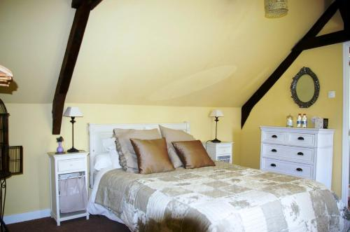 Les Touches : Bed and Breakfast near Saint-Aubin-de-Terregatte