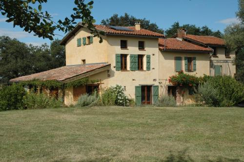 Chaumarty chambres d'hôtes : Guest accommodation near Grazac