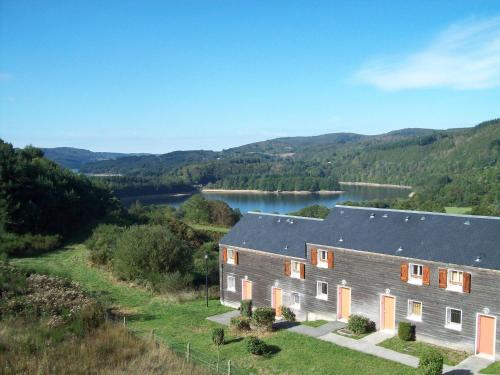 Les Chalets du Gua Des Brasses : Guest accommodation near Saint-Vincent-d'Olargues