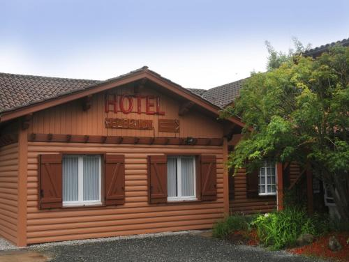 Hotel La Cabane : Hotel near Louchats