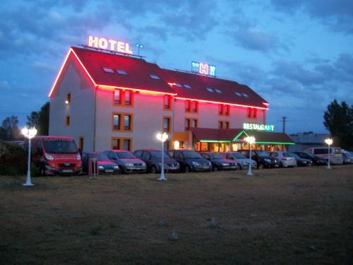 NB Hôtel Restaurant Moulins : Hotel near Marigny