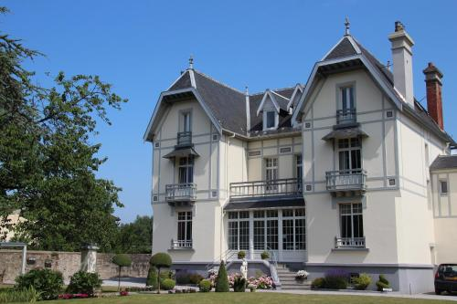 La Roseraie : Bed and Breakfast near Hesdigneul-lès-Boulogne