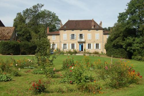 Château de Lusigny : Guest accommodation near Saint-André-en-Bresse