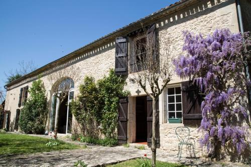Les Bardes : Bed and Breakfast near Saint-Martin-de-Lerm