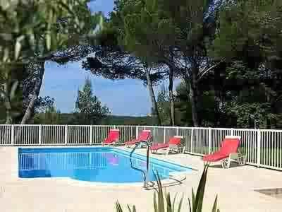 Hôtel Le Valaurie : Hotel near Bagnols-sur-Cèze