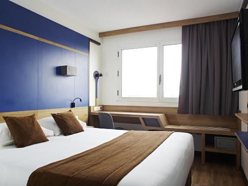 Median Paris Congrès : Hotel near Levallois-Perret