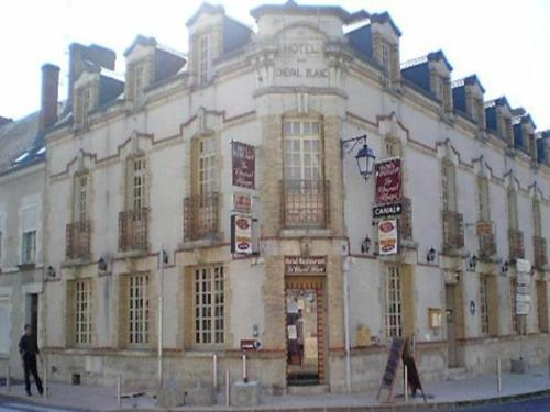 Le Cheval Blanc : Hotel near Darvoy