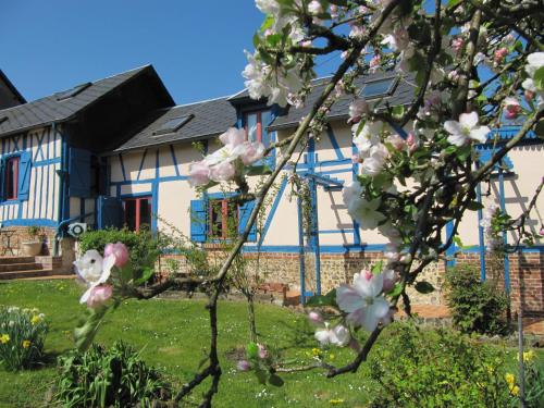 La Roseraie du Prieure : Bed and Breakfast near Mesnil-sous-Vienne