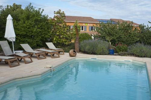 Hotel des Vignes - Le calme au coeur des vignes : Hotel near Juliénas