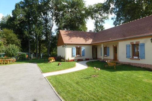 Les Charmilles : Bed and Breakfast near Vrocourt