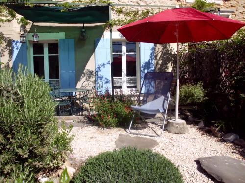 Côté Cour, Côté Jardin : Guest accommodation near Saint-André-de-Roquepertuis