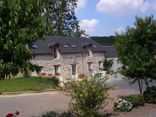 Gîte de la Cour : Bed and Breakfast near Saint-Martin-de-Sallen