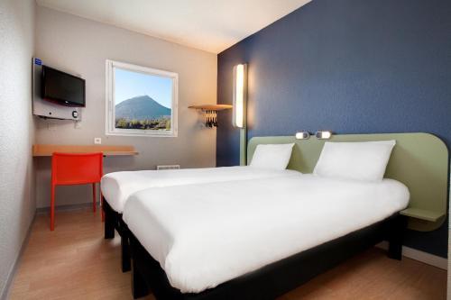 ibis budget Clermont Ferrand Nord Riom : Hotel near Chaptuzat