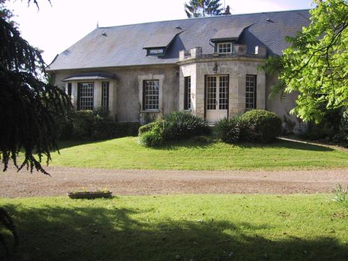 Domaine de l'Etang : Bed and Breakfast near Courbes