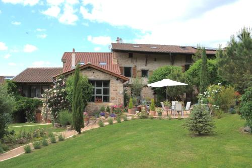 Les Deux Sources : Bed and Breakfast near Prissé