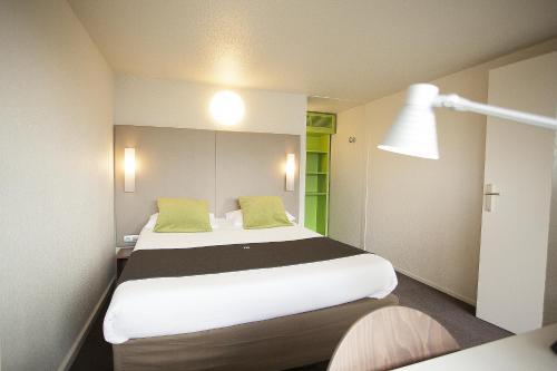 Campanile Fougères : Hotel near La Selle-en-Luitré