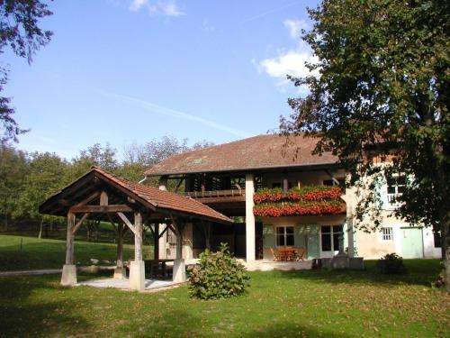 Chambres d'hôtes La Maison Aux Bambous : Bed and Breakfast near Sardieu