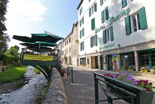Logis Hotel Restaurant Family & Spa : Hotel near Fraissinet-de-Fourques
