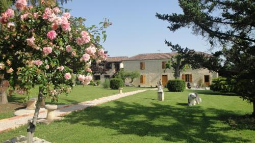Domaine de Poudos : Bed and Breakfast near Lahitte