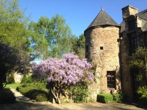 Le Manoir du Jardin : Guest accommodation near Saint-Georges-de-Reintembault