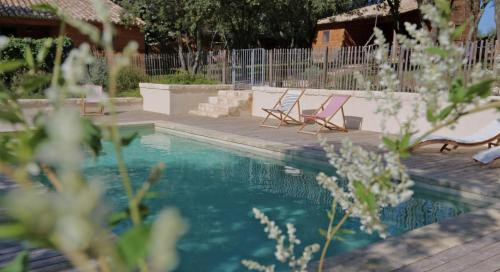 Les Cabanes de Carelle : Guest accommodation near Souvignargues