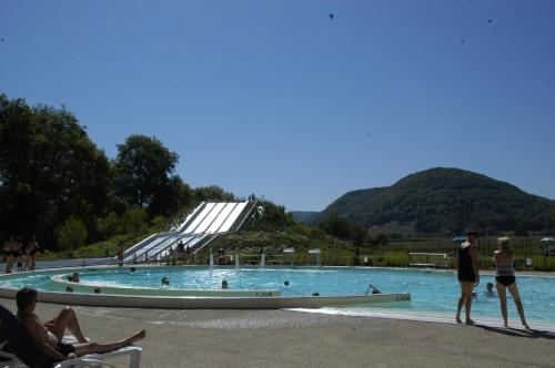 Sites et Paysages Domaine la Roche d'Ully : Guest accommodation near Rurey