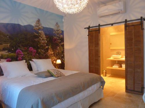 Les Mazets du Luberon : Bed and Breakfast near Puget