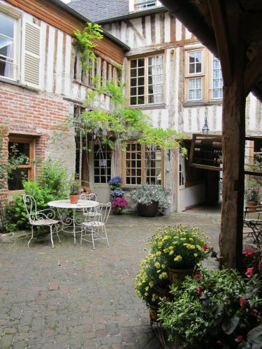 Chambres d'Hôtes A L'ecole Buissonniere : Bed and Breakfast near Honfleur