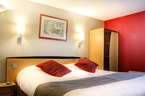 Hôtel Inn Design Resto Novo Bourges : Hotel near Crézançay-sur-Cher