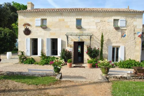 Chateau Haut-Sarpe : Guest accommodation near Saint-Hippolyte