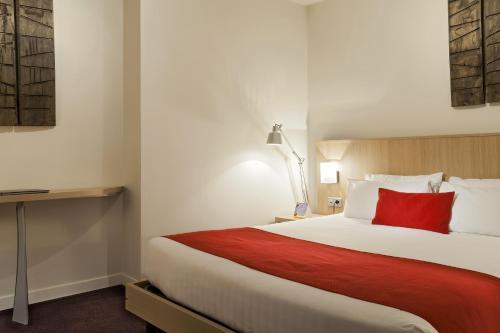 Quality Suites Nantes Beaujoire : Guest accommodation near Sainte-Luce-sur-Loire