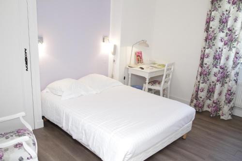 Logis Hotel des Pyrenees Rest. La Pergola : Hotel near Assat