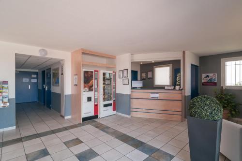 Brit Hôtel Clermont-l'Hérault : Hotel near Pouzols