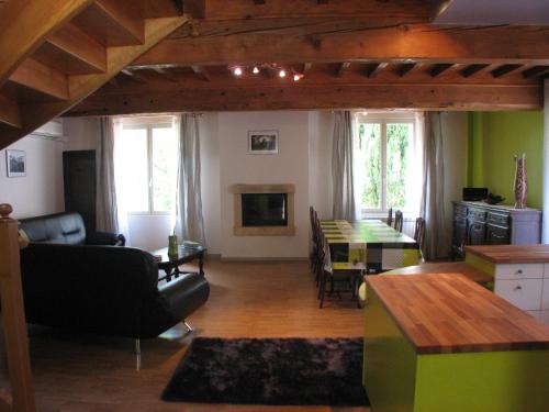 Domaine Saint-Joly : Guest accommodation near Saint-Martin-Lalande