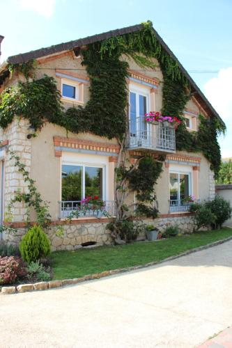 L'Alisier Chantant : Bed and Breakfast near La Madeleine-sur-Loing