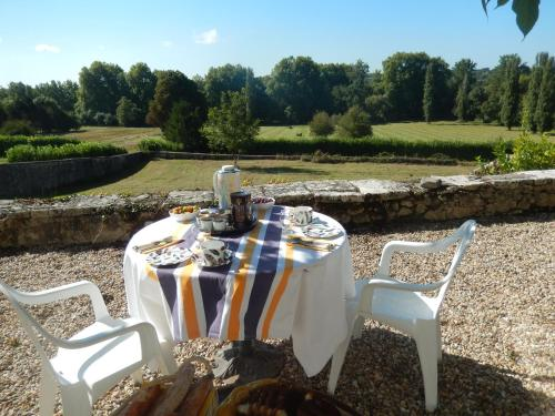 Domaine de Puyrousse : Bed and Breakfast near La Tour-Blanche